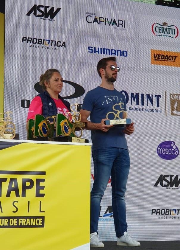 Loris na premiação do Lètap Brasil deste ano / Reprodução Facebook