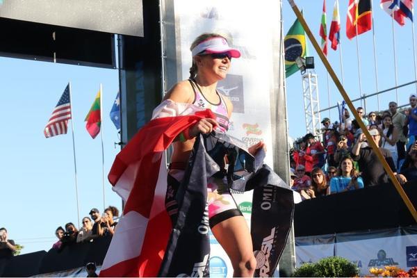 Kirsty Jahn cruzando a linha de chegada / Fabio Falconi - Unlimited Sports
