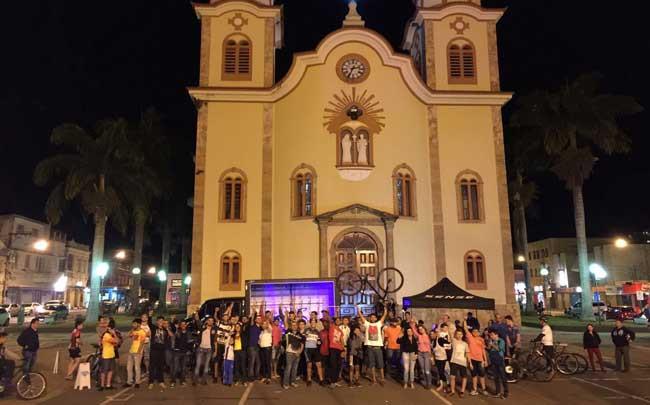 Galera reunida no evento / Divulgação