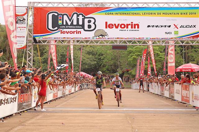 Avancini bateu Cocuzzi no sprint em Araxá / Márcio de Miranda - Planeta da Bike