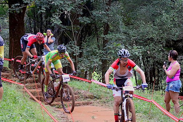 Disputa acirrada em Araxá / Márcio de Miranda - Planeta da Bike