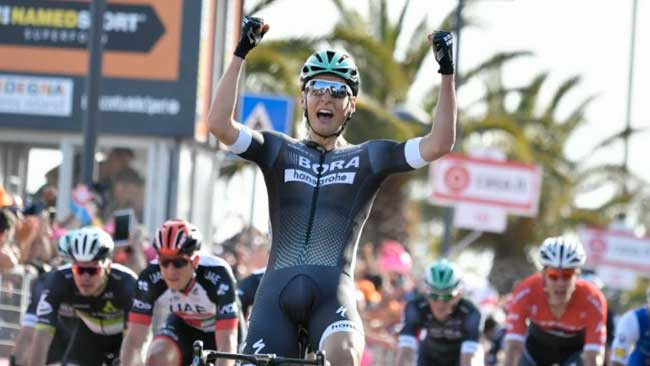 Pöstlberger comemorando a primeira vitória como profissional / Divulgação