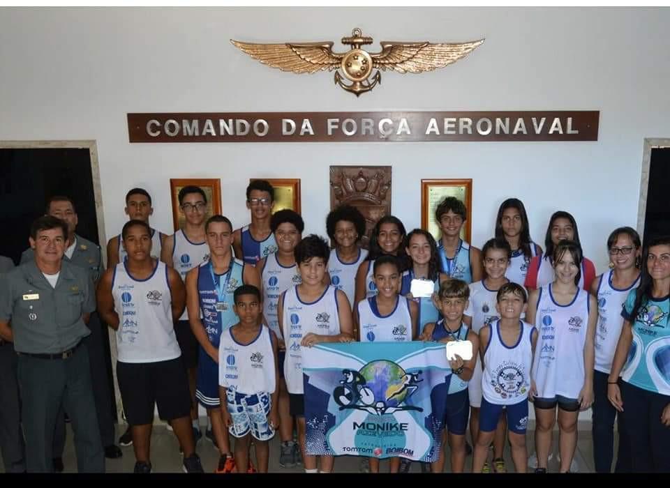 Alguna alunos do projeto na base militar / Divulgação