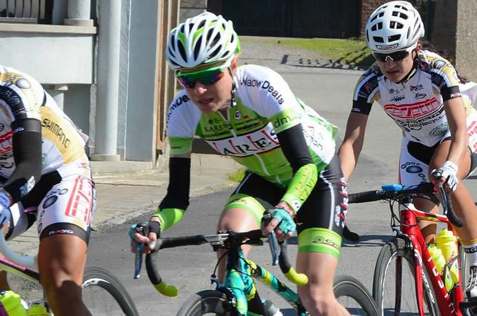 Flavia Oliveira disputa prova ciclística de três dias em Luxemburgo