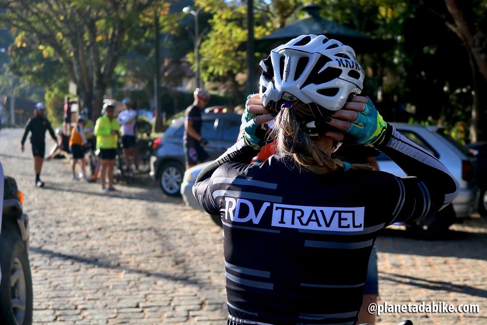 Ajustando o capacete / Márcio de Miranda - Planeta da Bike
