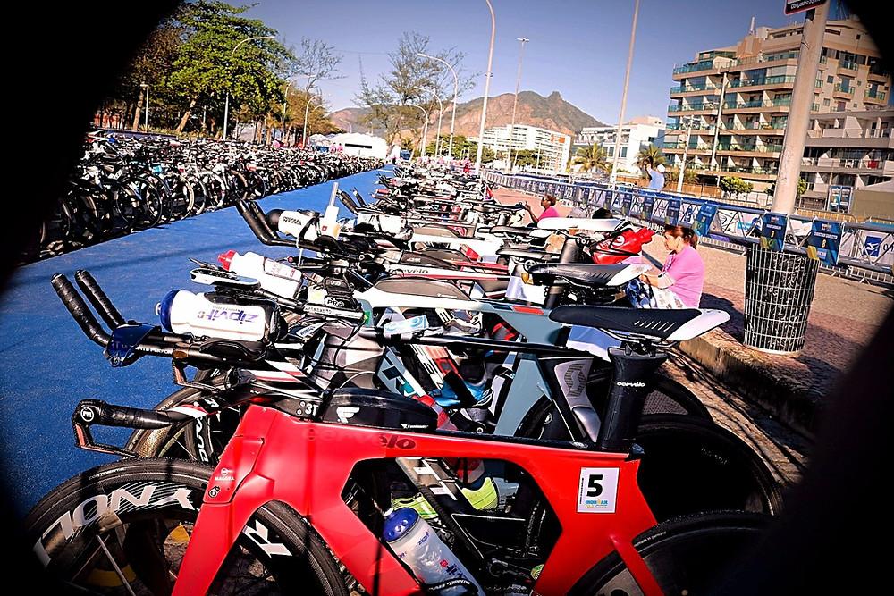 Bikes perfiladas na transição / Márcio de Miranda