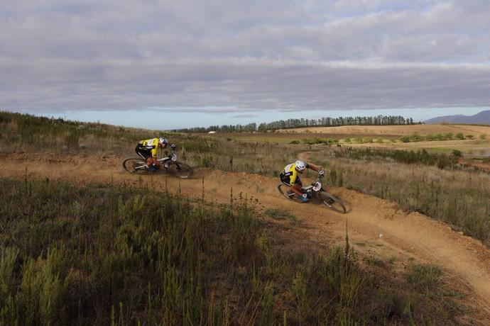 Cape Epic: Schurter-Förster vencem o contra-relógio, mas Avancini e Fumic lideram