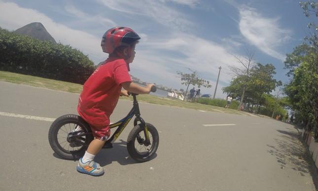 Teste: Hotwalk, a bicicleta sem pedal e rodinha para criança