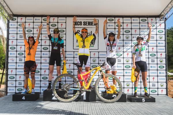 Pódio super elite feminina (Wladimir Togumi / Brasil Ride)