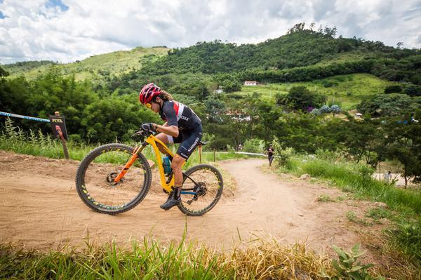 Raiza Goulão liderando entre as mulheres (Fabio Piva / Brasil Ride)