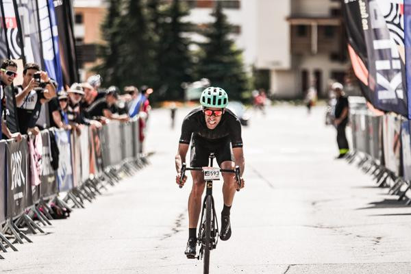 Pippo Garnero vence Haute Route Alps, primeiro atleta brasileiro no lugar mais alto do pódio