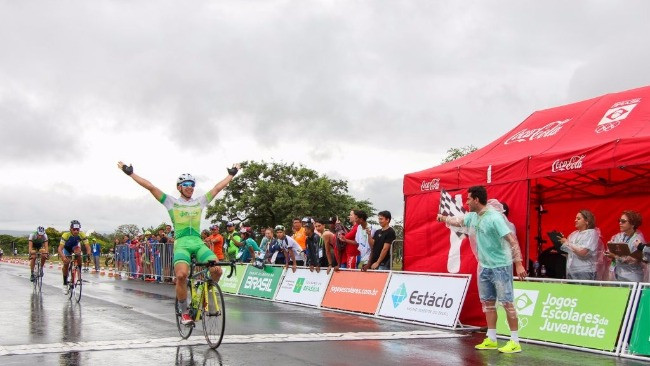 Pedro Rossi comemora a vitória / Wesley Kestrel - CBC