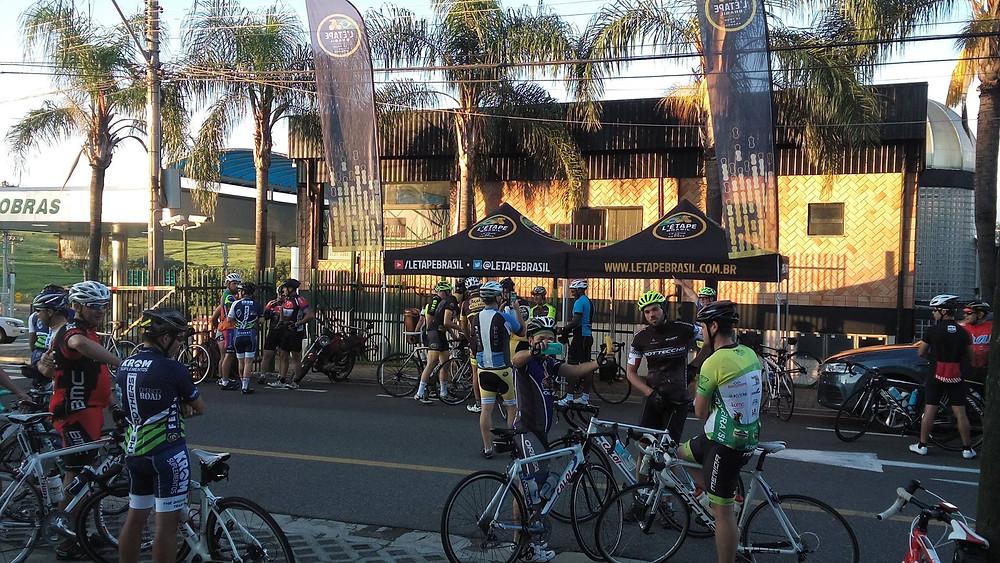 Ciclistas reunidos antes do evento / Divulgação
