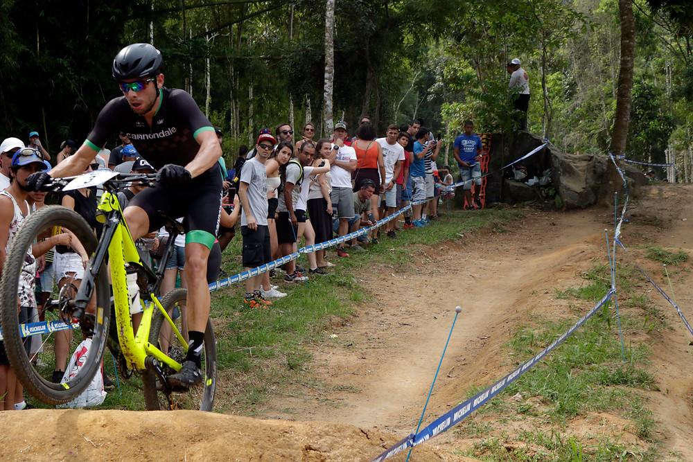Guilherme no salto / Márcio de Miranda - Planeta da Bike