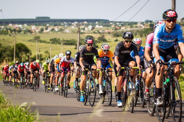 Brasil Ride realiza prova de ciclismo entre Pardinho e Botucatu, sob rígido protocolo de segurança