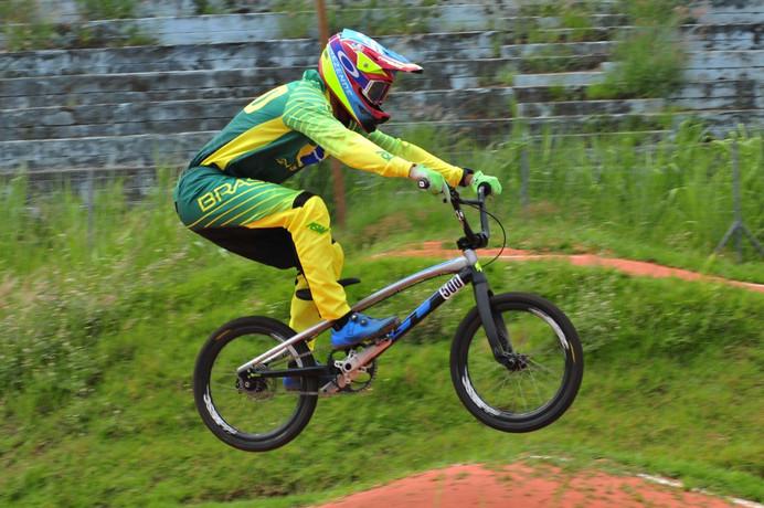 Renato Rezende avança a até as semifinais na abertura da Copa do Mundo de BMX Racing