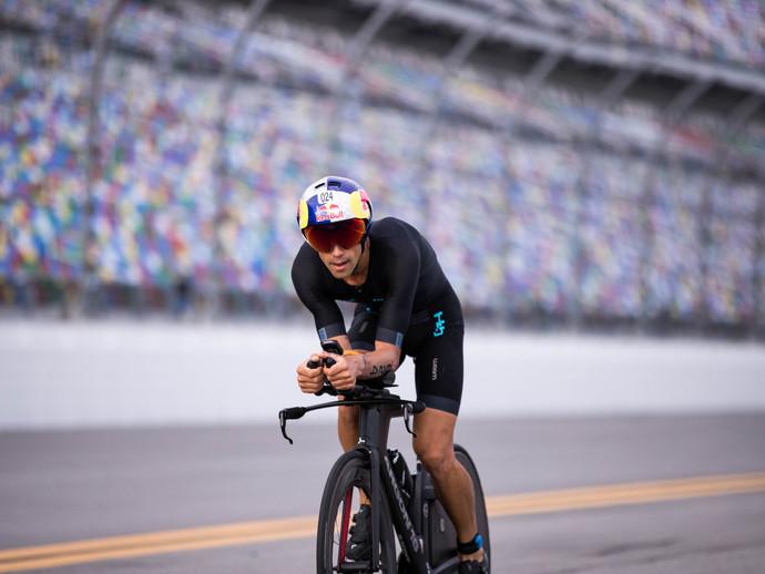 Igor Amorelli disputa o Ironman 70.3 Florida neste domingo