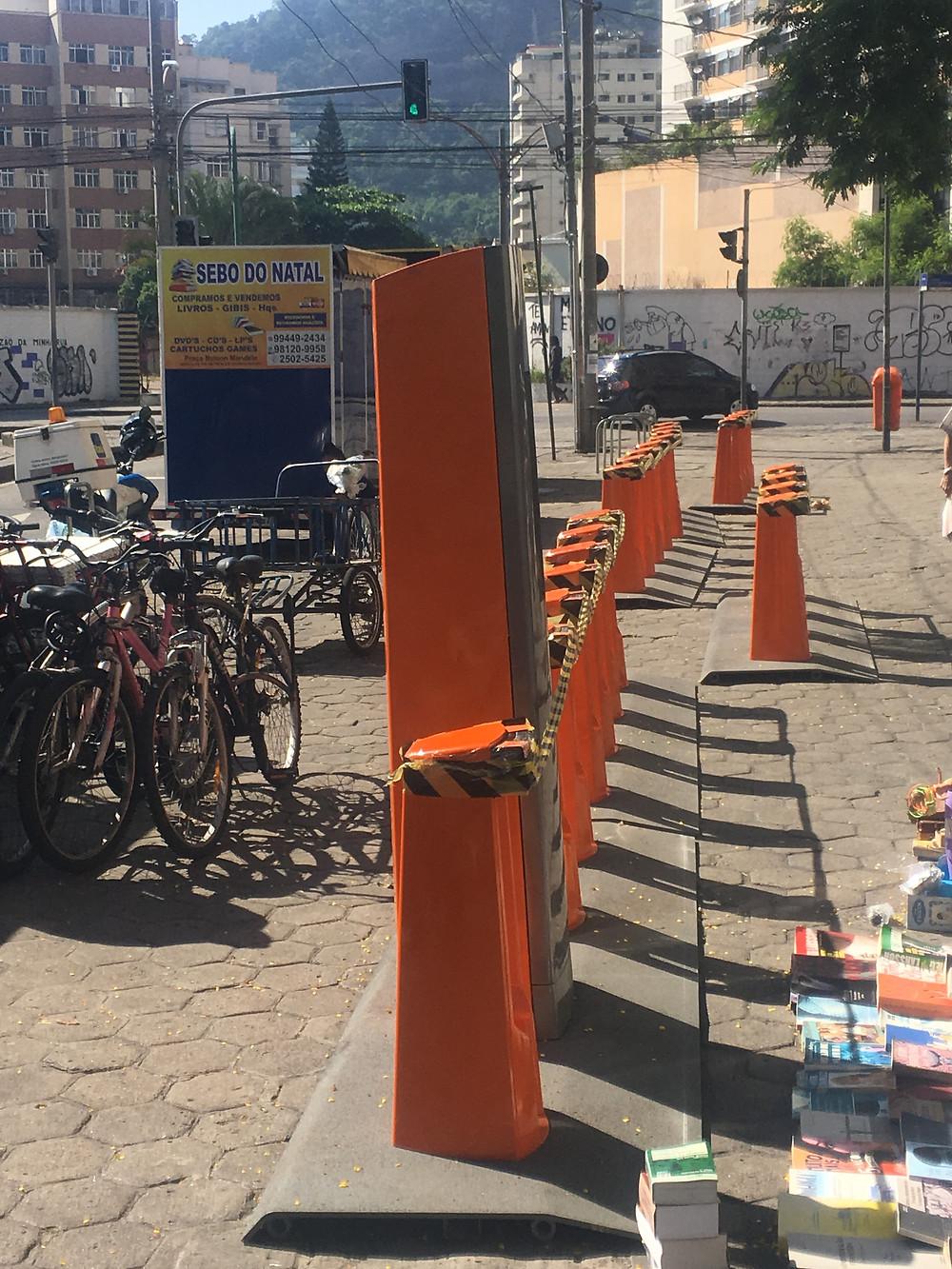 Estação sendo instalada na saída do Metrô Botafogo / Márcio de Miranda - Planeta da Bike