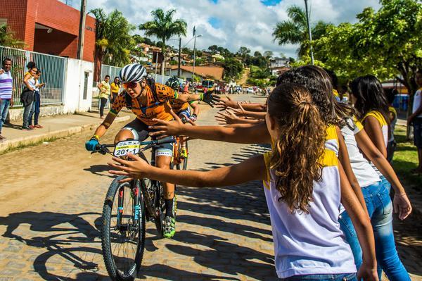 Saudação dos moradores do Sul da Bahia  (Ney Evangelista / Brasil Ride)