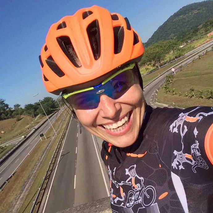 Dra. Christiane Prado recomenda o ciclismo para ajudar na prevenção e na recuperação dos problemas d