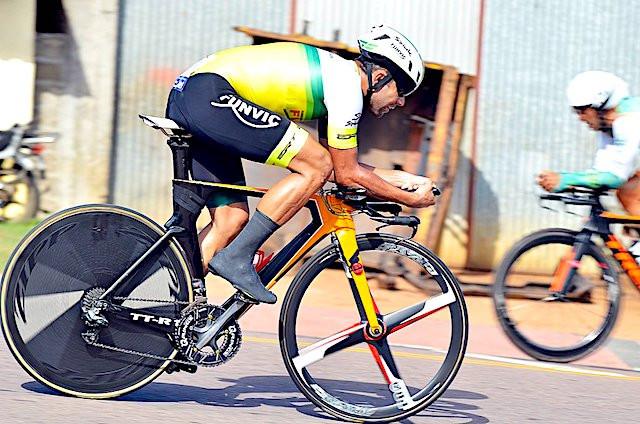 Magno Nazaré em ação no Uruguai / Luis Claudio Antunes/Bike76