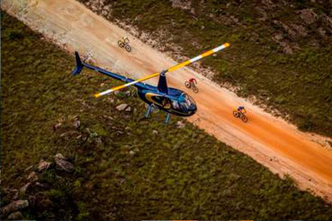 Cobertura com dois helicópteros / Fabio Piva