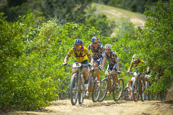 Avancini puxa o grupo (Josue Fernandez / Brasil Ride)