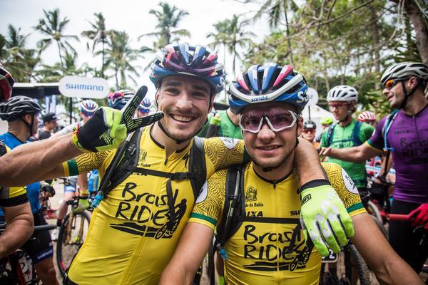 Fini e Blums, os líderes antes da largada da segunda etapa (Fabio Piva / Brasil Ride)