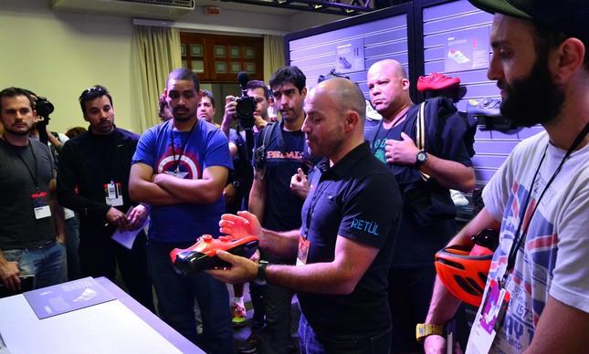 Hugo Teixeira da SBCU explicando como os equipamentos são pensados segundo o bike fit | João Pires/ Fotojump