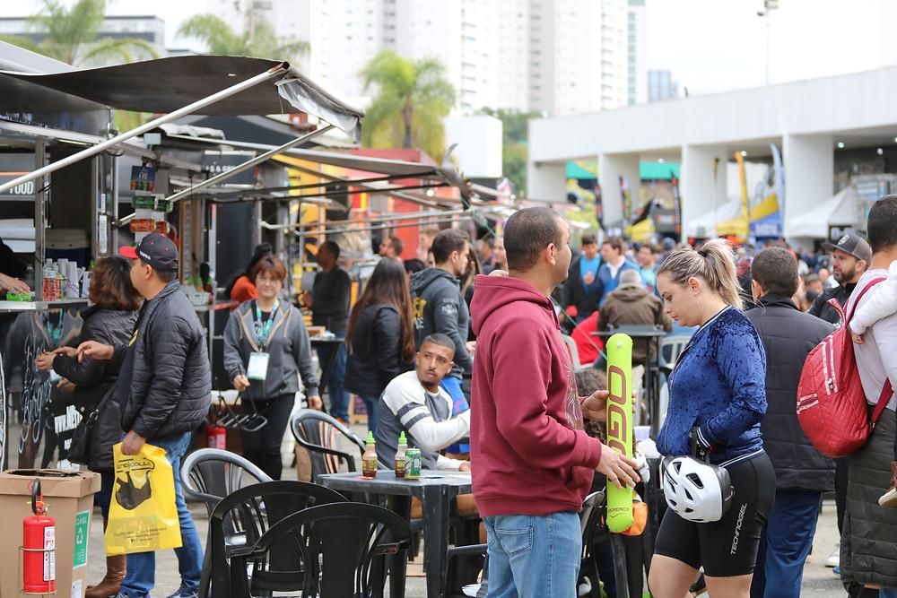 Praça de alimentação com os food trucks no Shimano Fest / Márcio de Miranda - Planeta da Bike