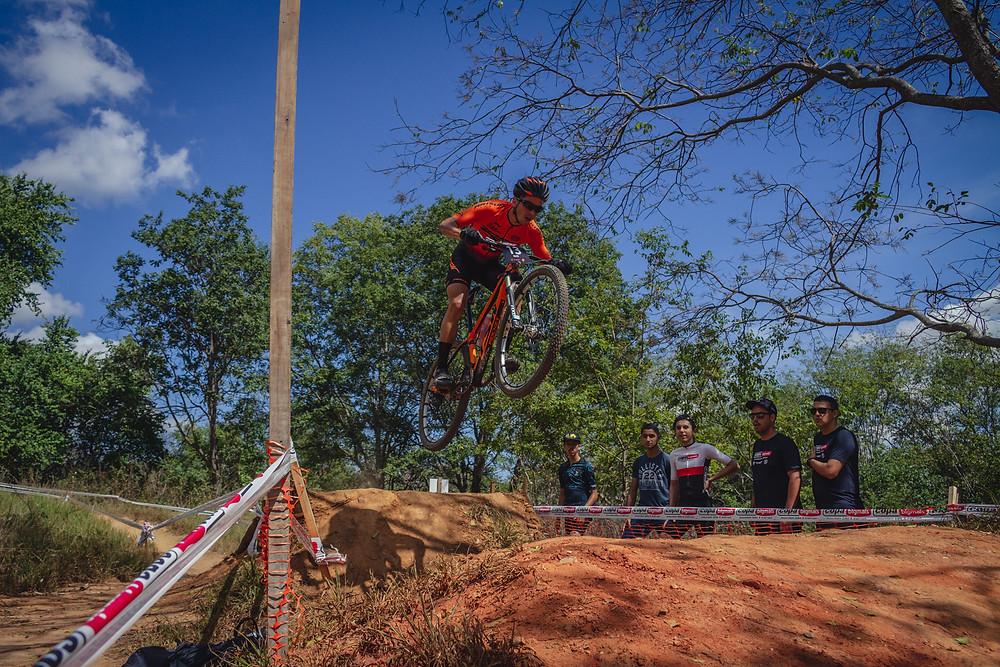 Pista com vários desafios / Felipe Almeida