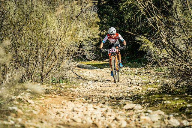 Chloe busca pontos UCI para largadas nas etapas de Copa do Mundo / Stan's-Pivot Pro Team