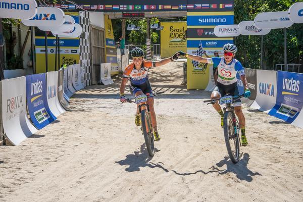 Margot e Raiza cruzam para vencer o Prólogo (Marina Magalhães / Brasil Ride)