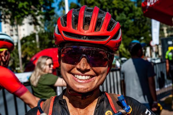 Sofia, felicidade de campeã  (Ney Evangelista / Brasil Ride)
