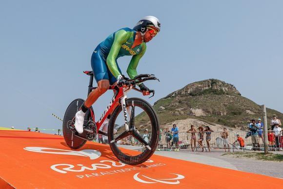 Lauro Chaman, vice-campeão paralímpico e medalha de bronze / COB