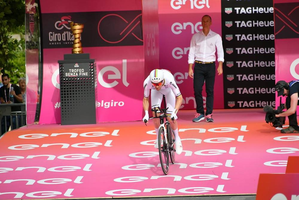 Tom na largada do Giro / Divulgação