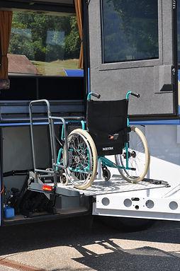 RollstuhlaufLiftoben.jpg