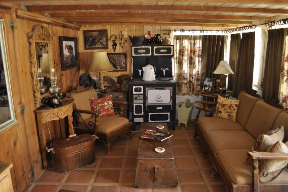 old_west_parlor_02
