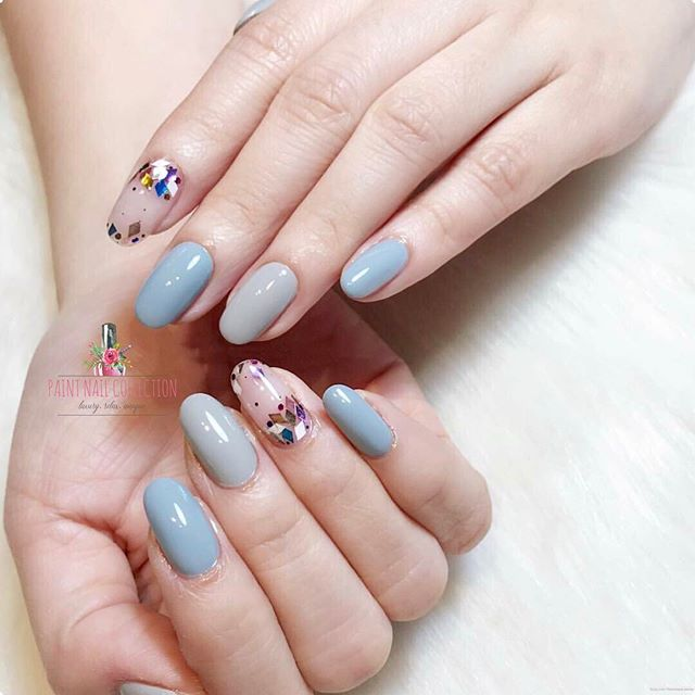 彩色方塊亮片,配上今年大熱的「寧靜藍」✨優雅!_Sky Blue in Spring ✨__Follow us for more info__WeChat_paintnailcollection _F