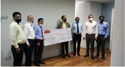 Photo 5_PNB Mumbai office donating to Ma
