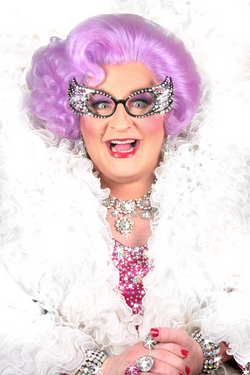 Dame Edna impersonator / look alike Michael Walters 2015-3-21-0:13:26