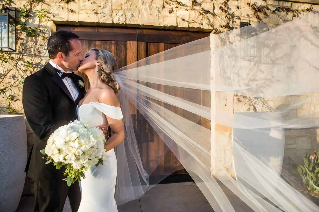 San Diego wedding photograper, Elopement Photography, Berlynn Photography, San Diego Wedding Photography, bride and groom kiss