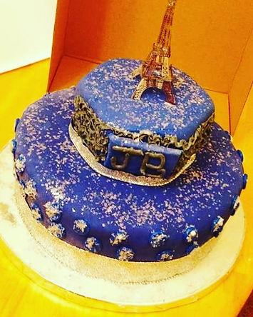 TBT A Beautiful cake made for a wonderful Queen _hazelmarie.jpg