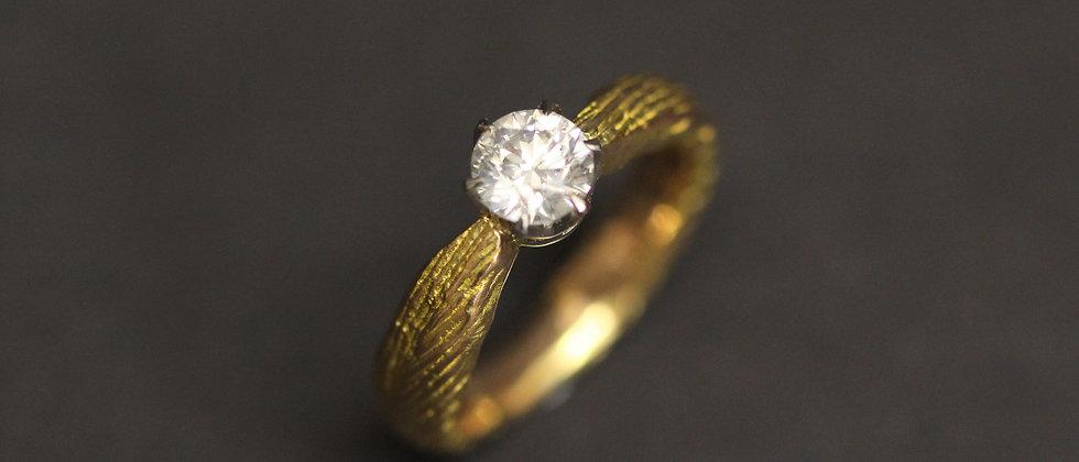 18ct Red Gold Diamond Claw Set