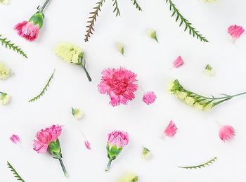 Fleurs jaunes et roses