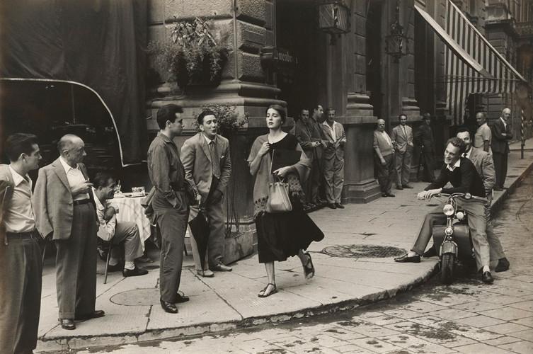 American Girl in Italy | Ruth Orkin | 1951
