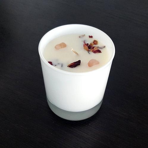 Liebeskerze Rosenquarz S by ESSENTIALS Biokerzen Rosenblüten Speziell kaufen Steine rundes glas
