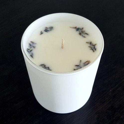 Beruhigungskerze S by ESSENTIALS Biokerzen Lavendelblüten Speziell kaufen weiss rundes glas
