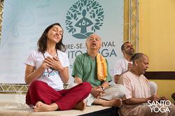 no Festival do Santo Yoga
