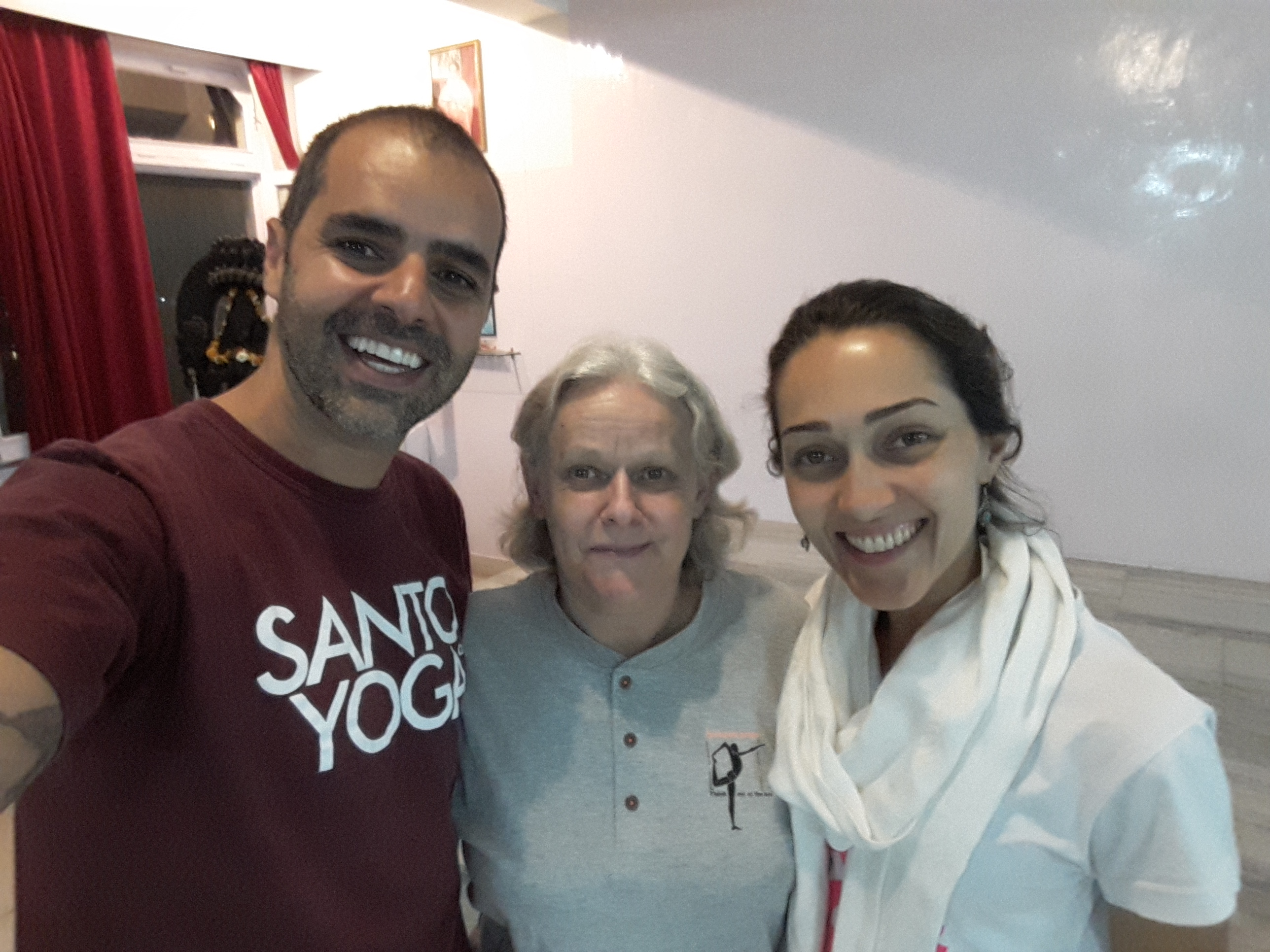 pratica com Ucha Devi, na India